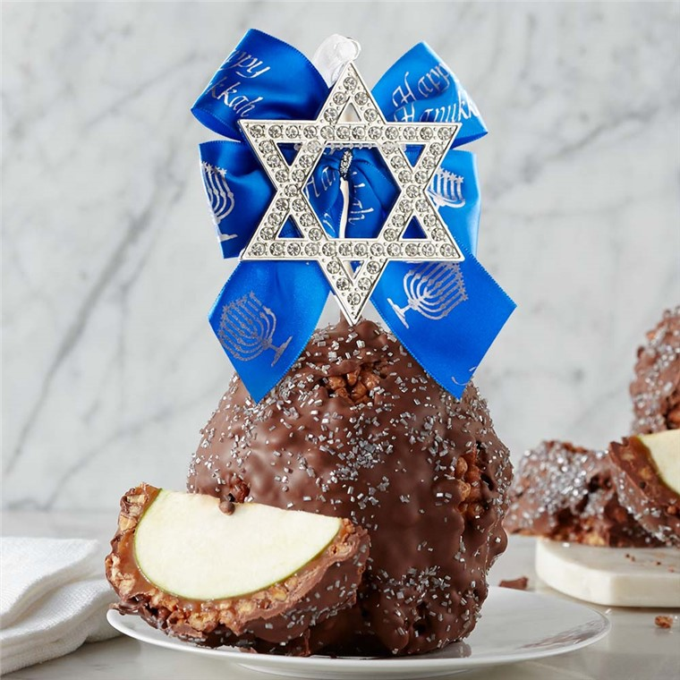 milk-chocolate-praline-with-salted-caramel-star-of-david-jumbo-caramel-apple-199-MCPSC-17F05