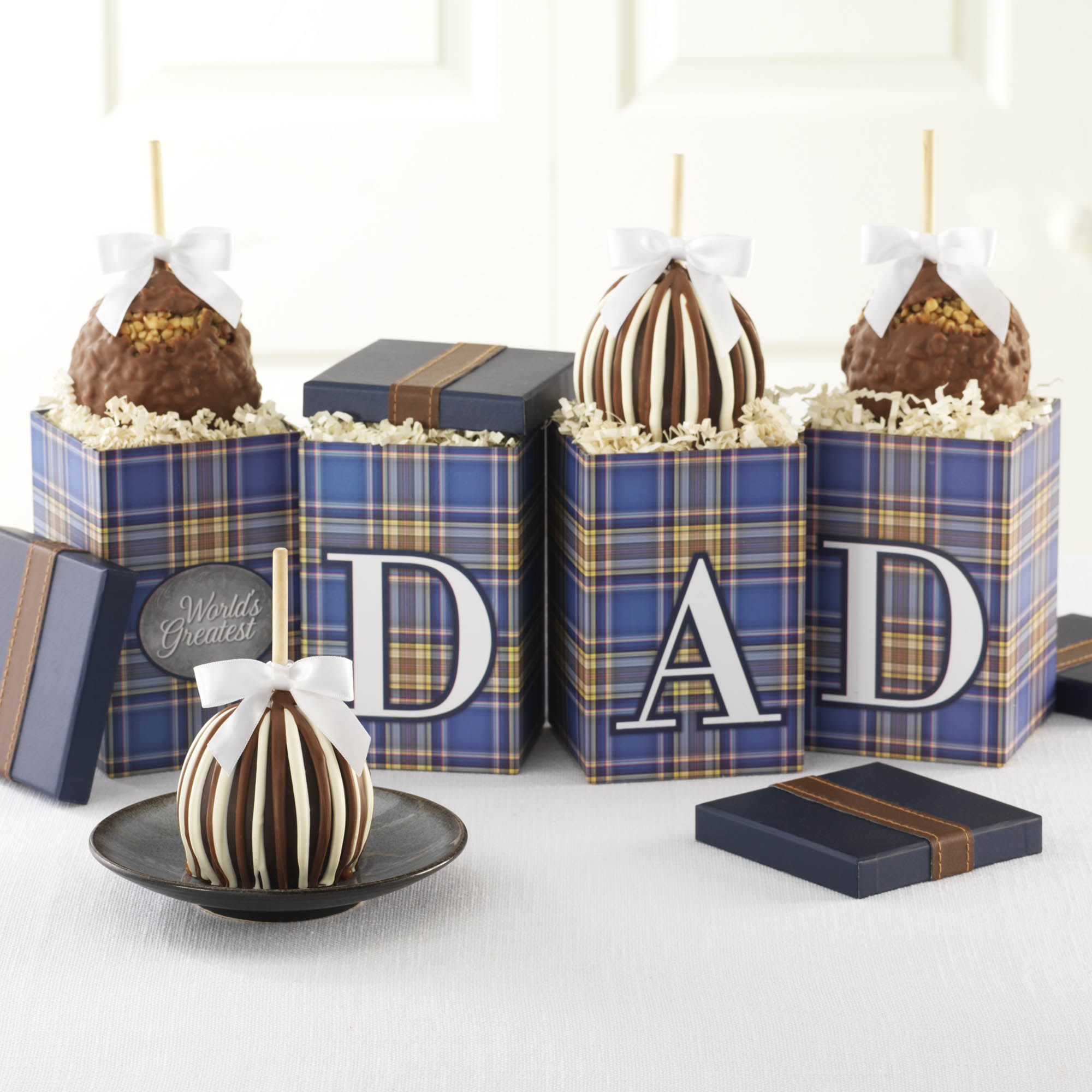 worlds-greatest-dad-petite-caramel-apple-gift-set-1930593